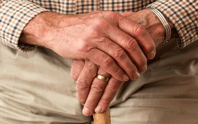 Mani di pensionato