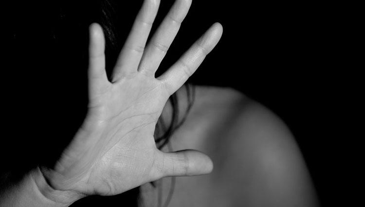 Militare violenta la figlia per anni…